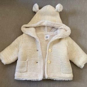 Adorable baby gap hooded bear sweater with buttons